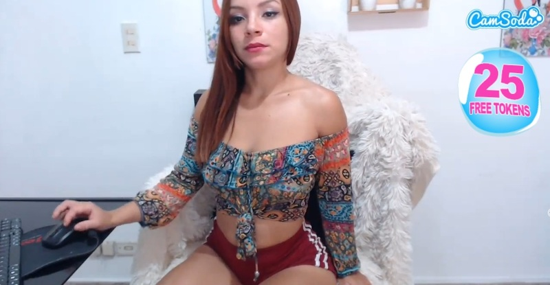 Roxyrebeled in her public chat room on CamSoda